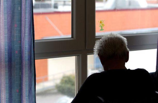 Rikolliset käyttivät kymmeniä tuhansia euroja eläkeläisen rahaa.