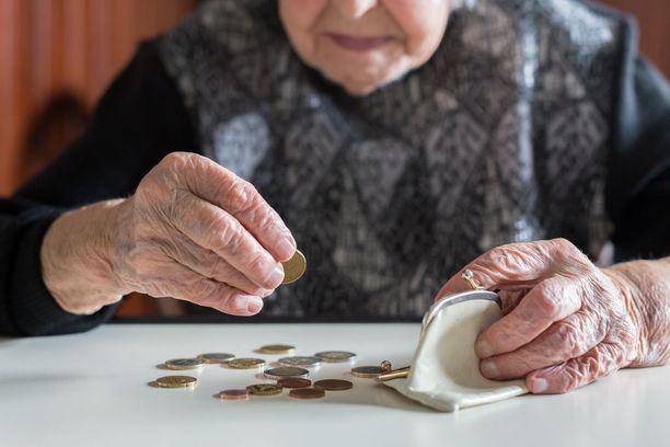 Alzheimerin taudin merkki voi olla se, että henkilön persoonallisuus muuttuu. Esimerkiksi luottavaisesta tulee hyvin epäluuloinen, vaikkapa rahojen suhteen.