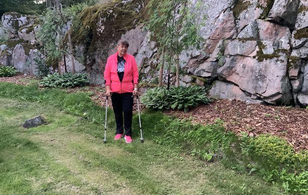 Käärmeen puremasta vaikeasti sairastunut Anne Vähätörmä on kiitollinen saamastaan hoidosta. - Jos ensi- ja tehohoidon väki ei olisi ollut niin ammattitaitoista, en varmasti olisi tässä.