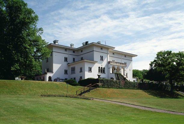 Öölannissa sijaitseva Sollidenin linna on kuninkaallisten kesänviettopaikka.