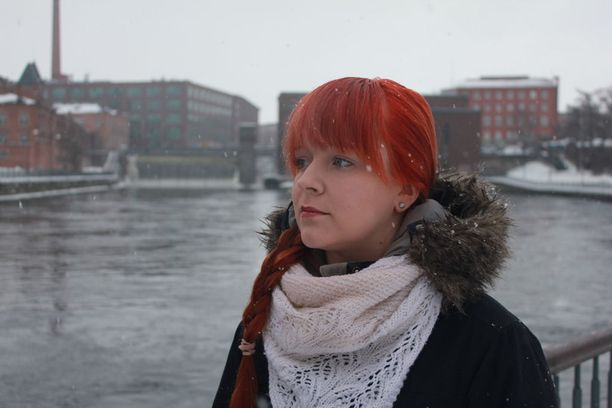Eveliina Pieksämäki koki veljensä itsemurhan kahdeksan vuotta sitten. Hän painottaa vertaistuen merkitystä toipumisprosessissa.