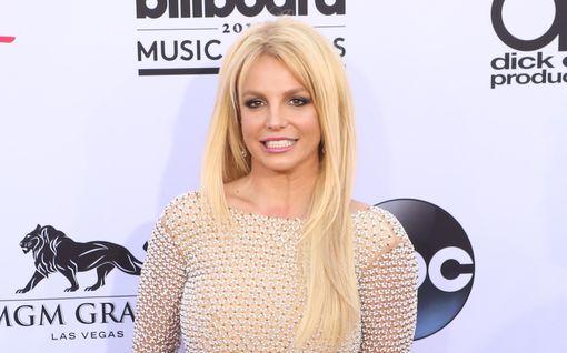 """Britney Spears varoittaa perhettään mahdollisesta haastattelusta: """"Luoja armahtakoon"""""""