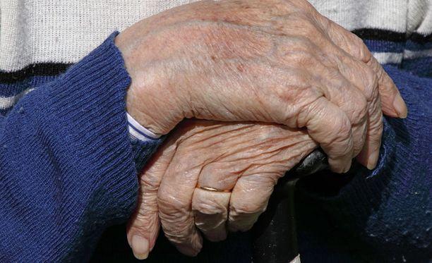 Uusi tutkimus puhuu karua kieltä vanhustenhoidon arjesta.