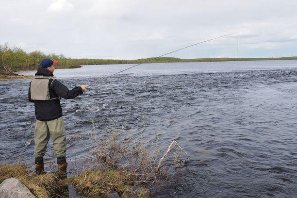 Inarissa paikalliset asukkaat joutuvat jatkossa hakemaan ulkopaikkakuntalaisten tavoin kalastusluvat tietyille valtion vesialueille.