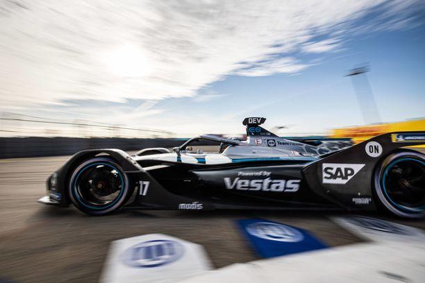 Mercedes hallitsee F1:n lisäksi myös sähköformuloita.
