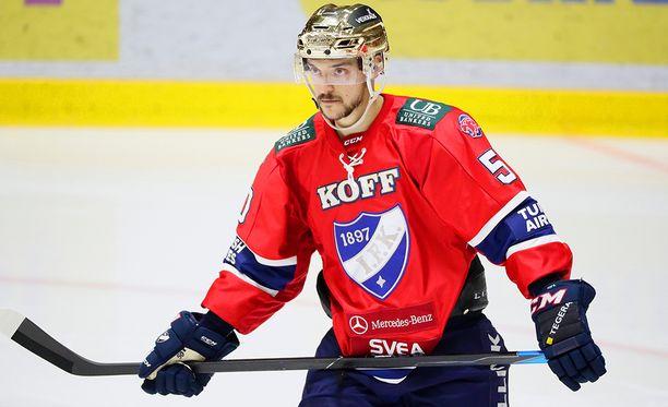 Juhamatti Aaltonen on kiekkoliigan palkkahuippuja.