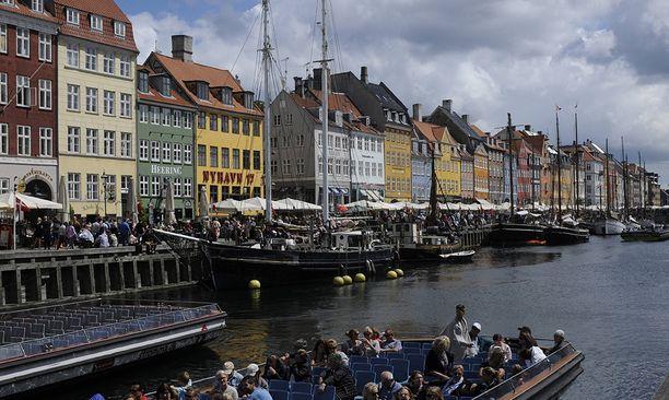 Rataa on kaavailtu aivan Kööpenhaminan keskustan tuntumaan. Kuvassa turistien suosima kuvankaunis Nyhavn.