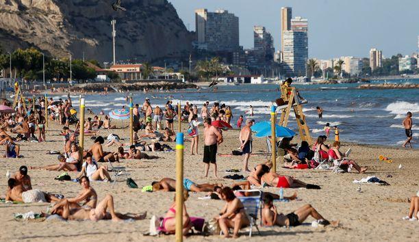Turistit ovat valloittaneet jälleen Espanjan rannat.