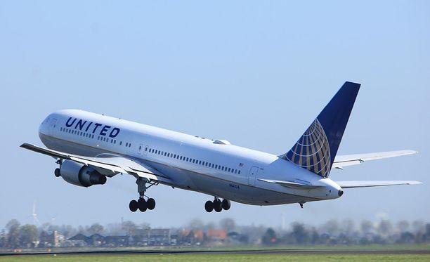 Viime kuussa United raahasi väkivalloin miehen pois ylibuukatulta lennolta.