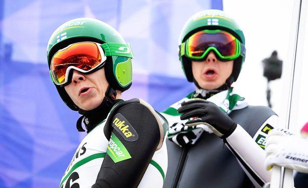 Eero Hirvonen (vas.) ja Ilkka Herola taistelivat seitsemänneksi yhdistetyn parikilpailussa.