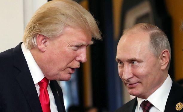 Donald Trump ja Vladimir Putin olivat vielä hyvää pataa viime marraskuussa pidetyssä Aasian ja Tyynenmeren talousyhteistyön(APEC) huippukokouksessa.