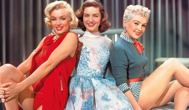 Nämä naiset edustivat tyypillistä naisvartaloa 50-luvulla.