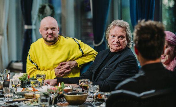 Pepe Willberg innostuu kertomaan housuostoksistaan Vain elämää -ohjelmassa.