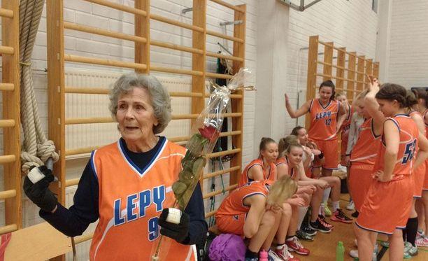 Maj Forsman-Vakio on todennäköisesti maailman kaikkien aikojen vanhin naisten virallisessa sarjaottelussa pelannut koripalloilija.