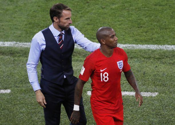 Ashley Youngilla on tärkeä rooli manageri Gareth Southgaten (vas.) pelikirjassa.