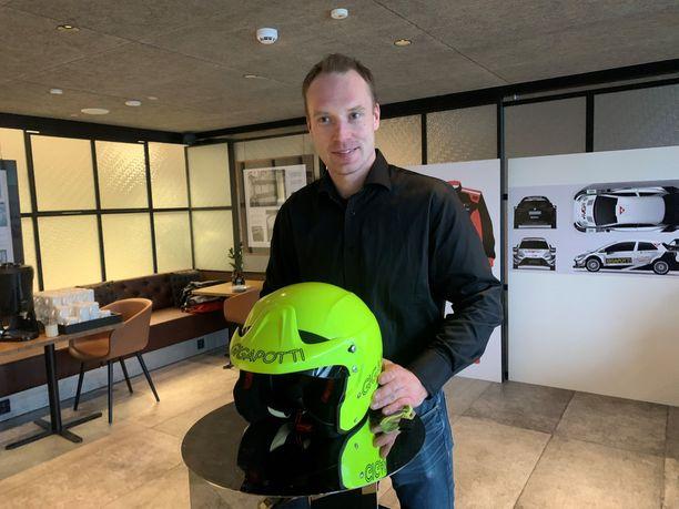 Jari-Matti Latvala esitteli lauantaina varsin näyttävän kypäränsä.