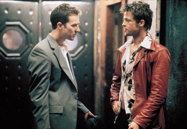 David Fincherin ohjaama elokuva perustuu samannimiseen Chuck Palahniukin kirjaan, joka julkaistiin vuonna 1996.
