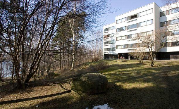 Lehtisaari on yksi koko Suomen arvokkaimmista asuinalueista. Helsingin seurakuntayhtymä omistaa saarella kymmenen kiinteistön tontit.