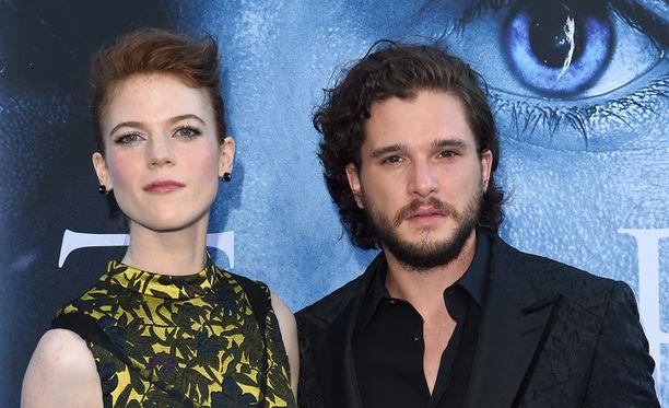Näyttelijät rakastuivat toisiinsa Game of Thronesin kuvauksissa - Kit Harington näyttelee Jon Snow'ta ja Rose Leslie Ygritteä.
