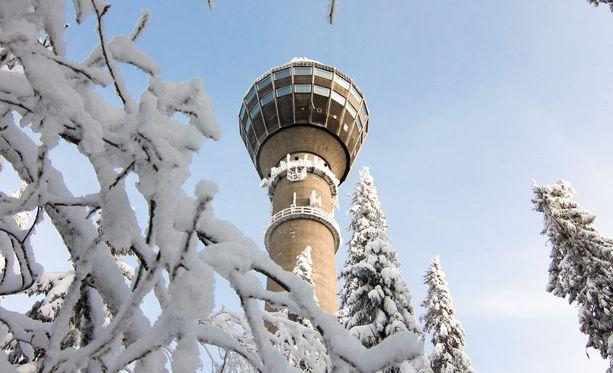 Kuopioon on luvattu huomiselle vähintään 20 pakkasastetta. Kuvassa Puijon torni.