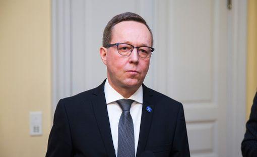 Elinkeinoministeri Mika Lintilä toivoo, että lakonuhka väistyisi vielä.