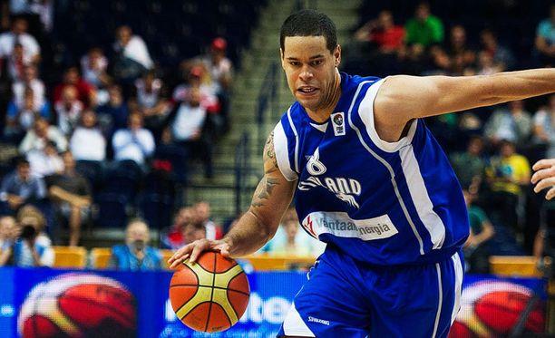 Lee kuuluu Suomen koripallomaajoukkueen vakiokasvoihin.