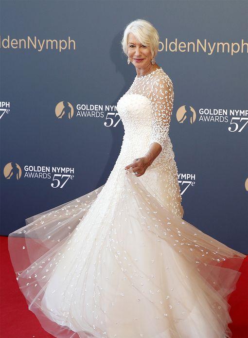 72-vuotias näyttelijä Helen Mirren edustaa kyselytulosten mukaista onnellisinta ikäryhmää.