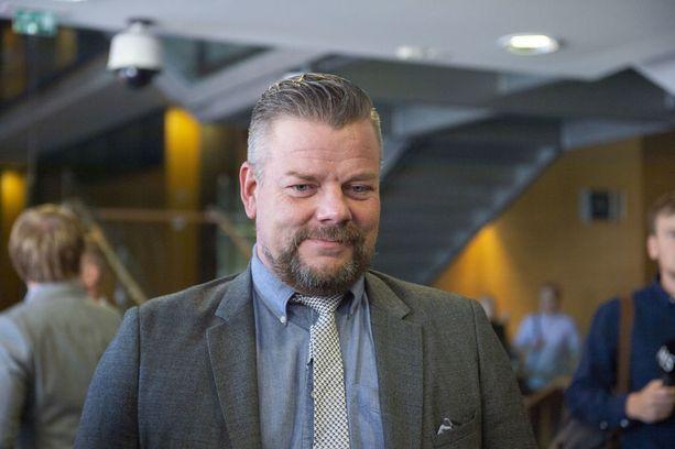 Helsingin poliisin seksuaalirikosryhmä tutkii Jari Sillanpään muistikorteilta löytynyttä materiaalia.