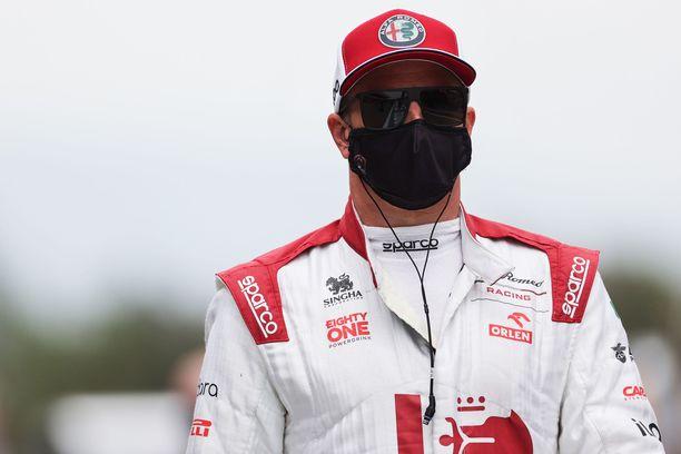 Kimi Räikkönen nauroi F1-sarjan järjestämälle haasteelle.
