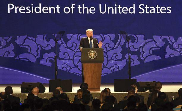 Trump sanoi puheessaan Vietnamin Danangissa, että USA:n kauppakumppaneiden on noudatettava sääntöjä.