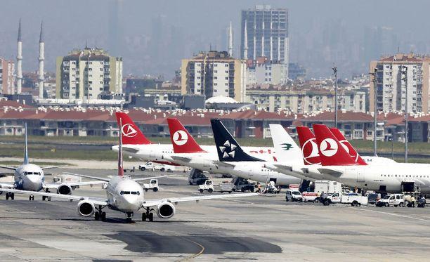 Ataturkin kansainvälinen lentokenttä on toistaiseksi suljettu. Kuvituskuva kentältä.