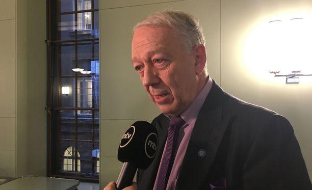 Pekka Puska sanoi eduskunnassa äänestyksen jälkeen, ettei hänellä ole mitään syytä epäillä, etteivätkö alkoholihaitat lisääntyisi useaksi vuodeksi.