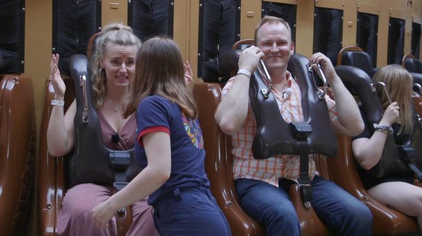 Oskari järjestää Heidille vauhdikkaat treffit Linnanmäellä.
