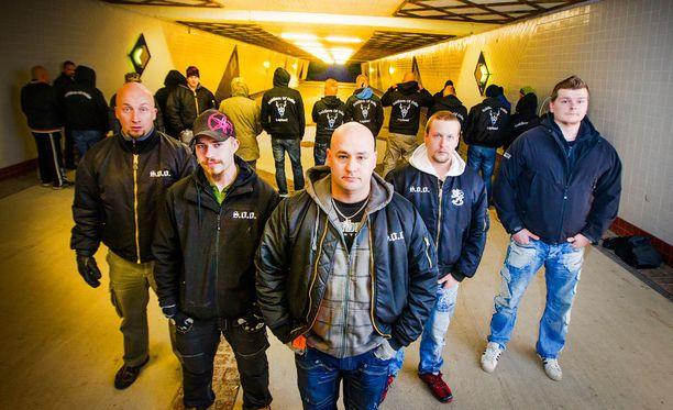 Soldiers of Odin -katupartioita on monilla Suomen paikkakunnilla. Tämä kuva on Kemin jäsenistä.