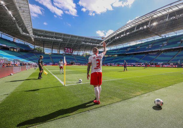 Leipzigin Angelino antoi kulmapotkua stadionin kaikuessa tyhjyyttään.