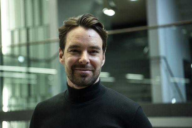 Mikko Leppilampi muistelee edesmennyttä Jörn Donneria.