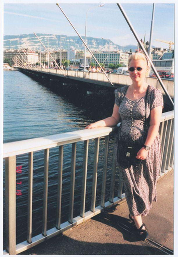 ENNEN Margit Antinoja oli monen muun tavoin kokeillut kaalisoppadieetit ja nestepaastot ennen kuin alkoi tammikuussa 2004 laskea tosissaan pisteitä ja kaloreita. <br>– Mieheni ei ole koskaan painostanut minua laihduttamaan, olen aina kelvannut hänelle sellaisena kuin olen.