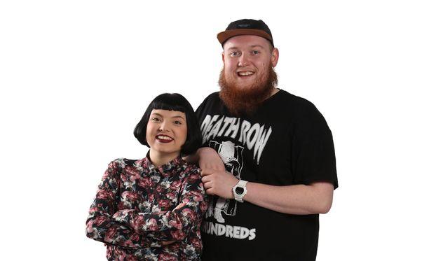 Veronica Verho tunnetaan Youtubessa nimellä Mariieveronica. Bassoradiosta tuttu Janne Lehmonen puolestaan kertoo, että häntä luullaan tuon tuosta laulaja Kasmiriksi.