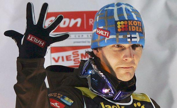 Janne Ahonen hakee jo kuudetta mäkiviikon kokonaisvoittoaan.