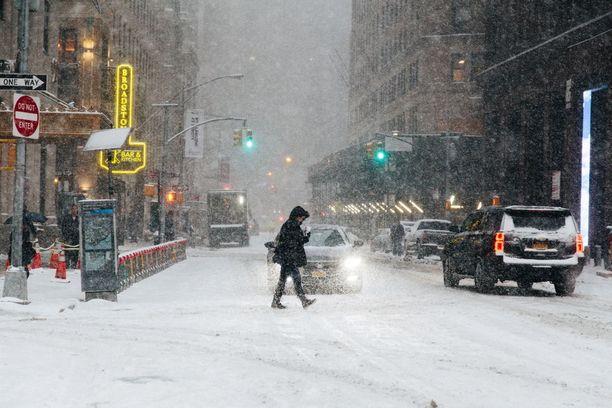 Poikkeuksellisen ankara talvisää on koetellut Yhdysvaltain itärannikkoa ja Kanadaa kuluvalla viikolla. Ennen sään lämpenemistä myös New Yorkiin on luvassa kuitenkin vielä muutama vaikea päivä.