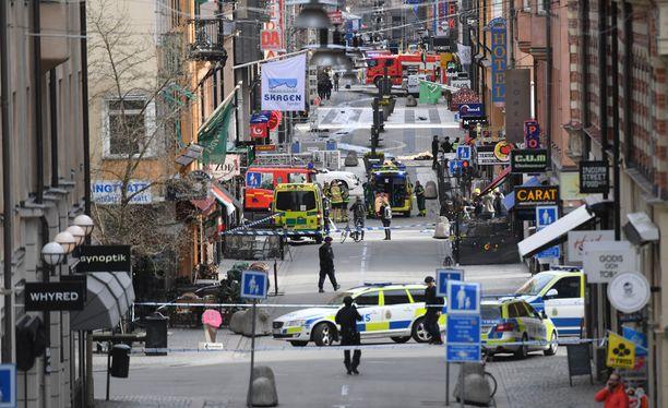 Drottninggatanin rekkaiskussa on kuollut ainakin kolme henkilöä.