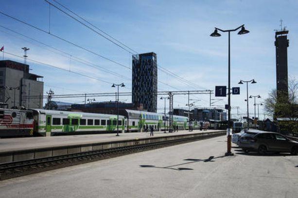 Veturinkuljettajien työnseisaus jatkuu tänään. Liikennevirasto arvioi, että Helsingin sisäänmenotiet saattavat ruuhkautua pahoin. Kuvassa Tampereen rautatieasema
