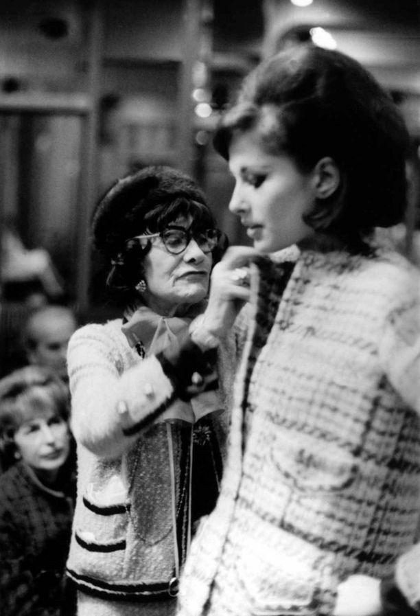 Mademoiselle Chanel tekee muutoksia mallin jakkuun 1960-luvulla.