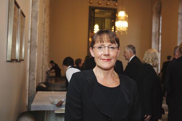 Pirkko Ruohonen-Lerner sanoo, että Pertti Rosila on tyypillinen jäsenkirjavirkamies, joilla on hyvin voimakkaat tunteet, sympatiat ja empatiat joitakin esimiehiään kohtaan.