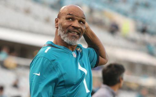 """Ei mitään järkeä: Mike Tyson haluaa kohdata raskaansarjan maailmanmestarin – """"Parasta ennen -päiväys tuhoutunut"""""""