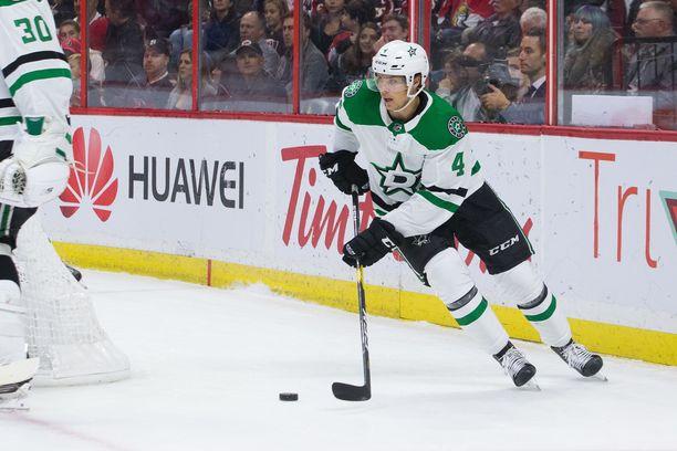 Dallas Starsin Miro Heiskanen on tehnyt ensimmäisessä yhdeksässä NHL-ottelussaan tehot 1+2.