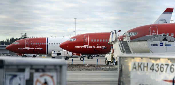 Nämä Boeing 737:t jäivät odottamaan kutsua kotiin Arlandan lentokentälle maaliskuun alussa.
