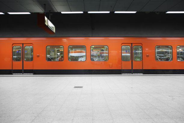 Kampin metroasemalla oli vaarallinen tilanne, joka päättyi onneksi onnellisesti. Kuvituskuva.