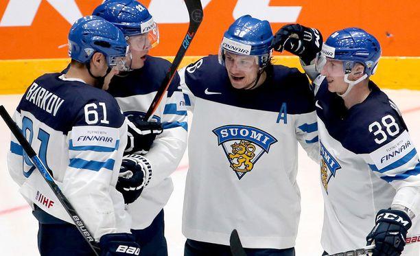 Suomi juhli 4-0-voittoa Kanadaa vastaan.