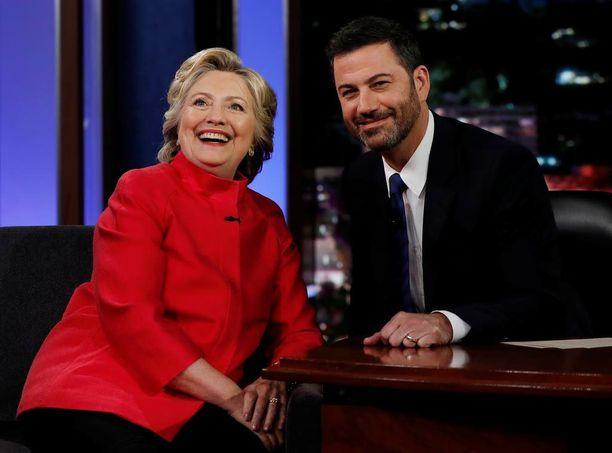Hillary Clinton kertoi Jimmy Kimmelille käyttävänsä vaaliväittelyissä hyväkseen kokemuksiaan ala-asteelta.